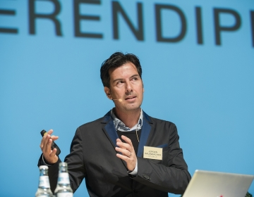 Jürgen Salenbacher speaking. Photo: Andres Treial